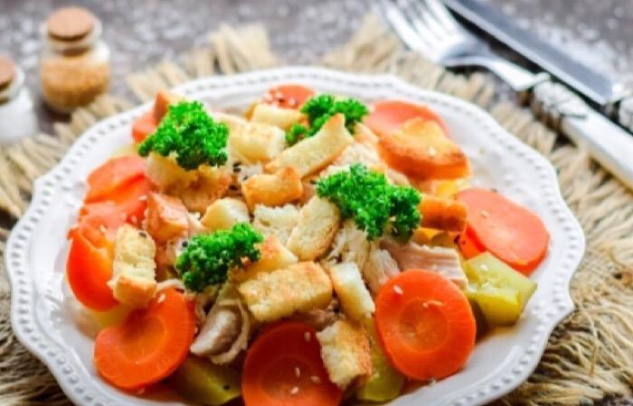 Два потрясающих салатика с курочкой
