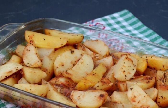 Бесподобный картофель, запеченный в томатном соусе