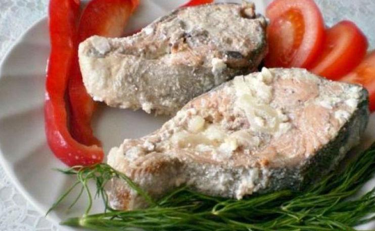 Горбуша, запеченная в сметане: вкусное блюдо к ужину