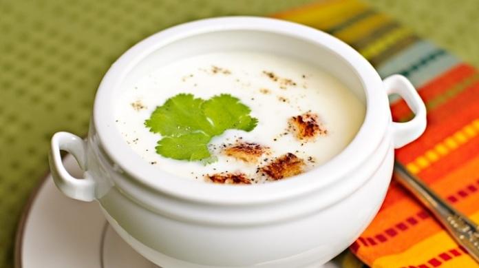 Чесночный суп с гренками: невероятно вкусное первое блюдо для всей семьи