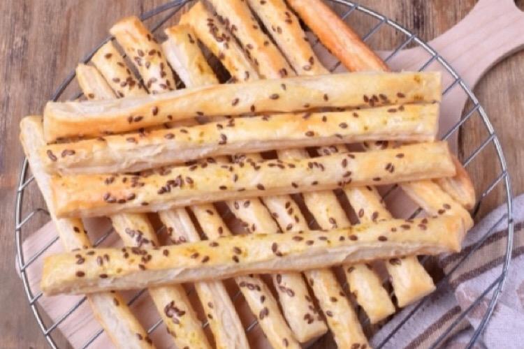 Отменные хлебные палочки с творожным паштетом