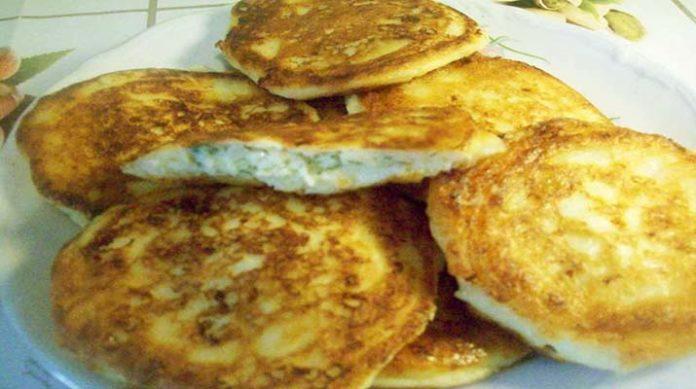 Творожные оладьи с сырной начинкой