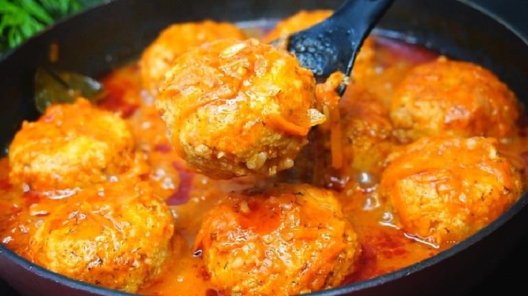 Рыбные тефтели в томатном соусе: интересное дополнение к любому гарниру