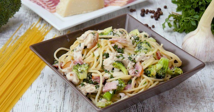 Спагетти с курицей и брокколи: гарнир из солнечной Италии