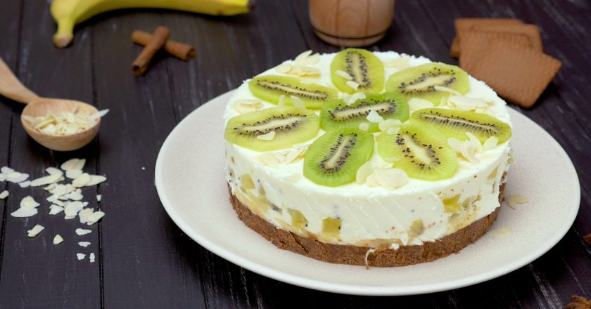 Бесподобный йогуртовый торт с киви и бананом