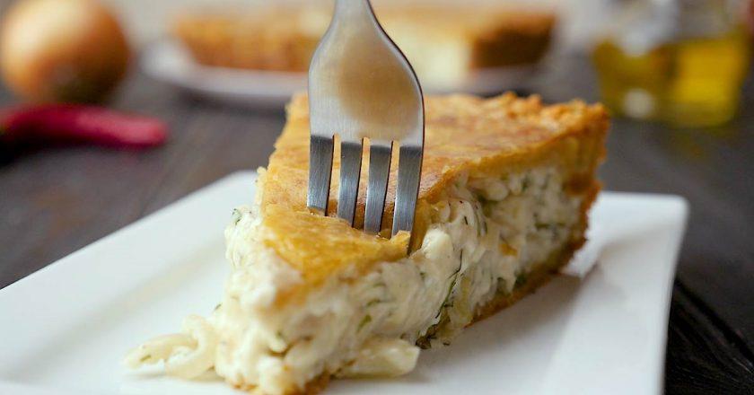 Бесподобный пирог с луком и плавленным сыром