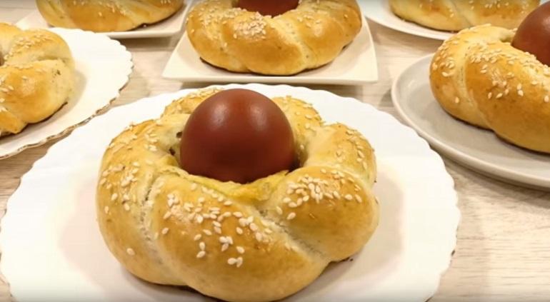 Воздушные пасхальные булочки: красивые и мягкие