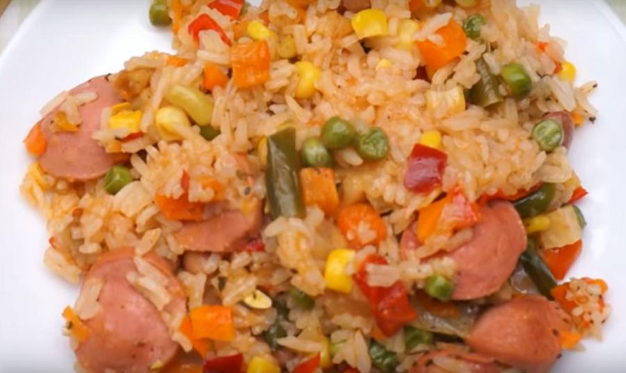 Быстрый ужин за 20 минут: рис с замороженными овощами