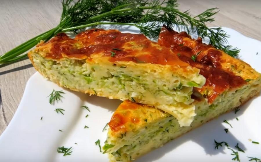 Аппетитный заливной пирог с капустой и кабачком
