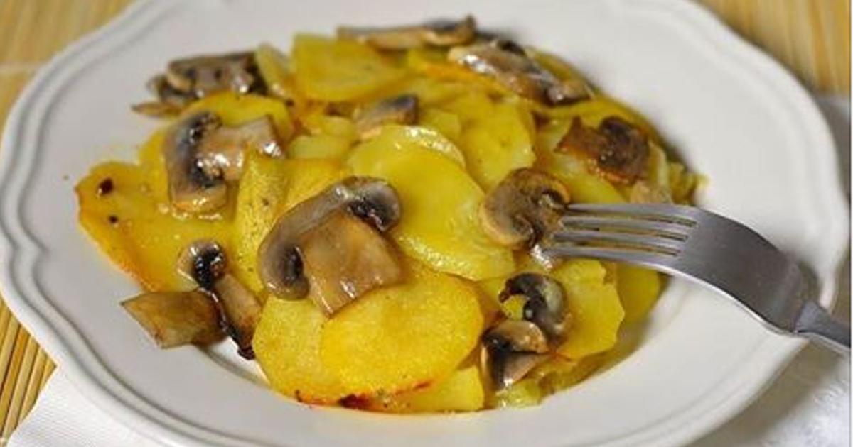 Очень аппетитная картошка с грибами в сливках