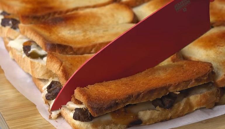 Классная закуска для большой компании: гигантский сэндвич 4 в 1