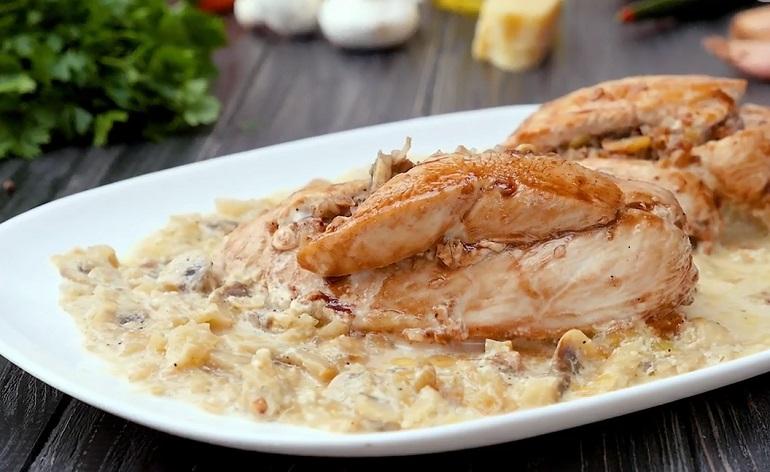Куриные грудки с гречкой: простое и вкусное блюдо