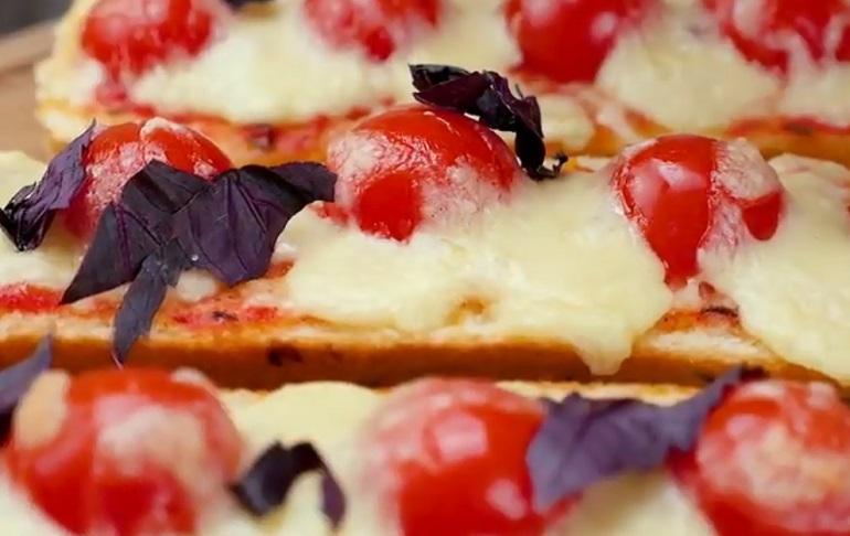 Пицца из багета: можно делать каждый день