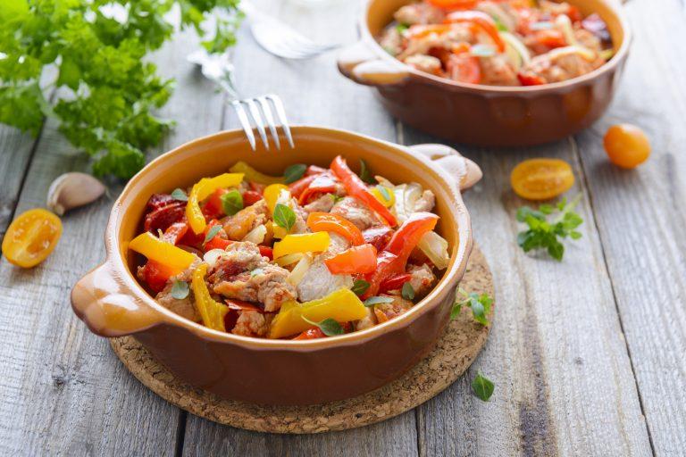 Овощное рагу с куриным филе — легкое и сытное блюдо!