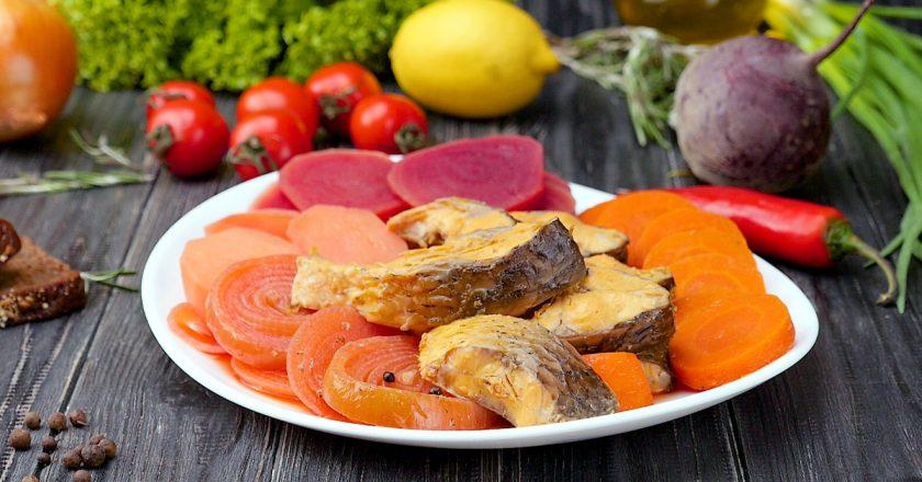 Рыба под овощами: полезное блюдо для повседневного меню