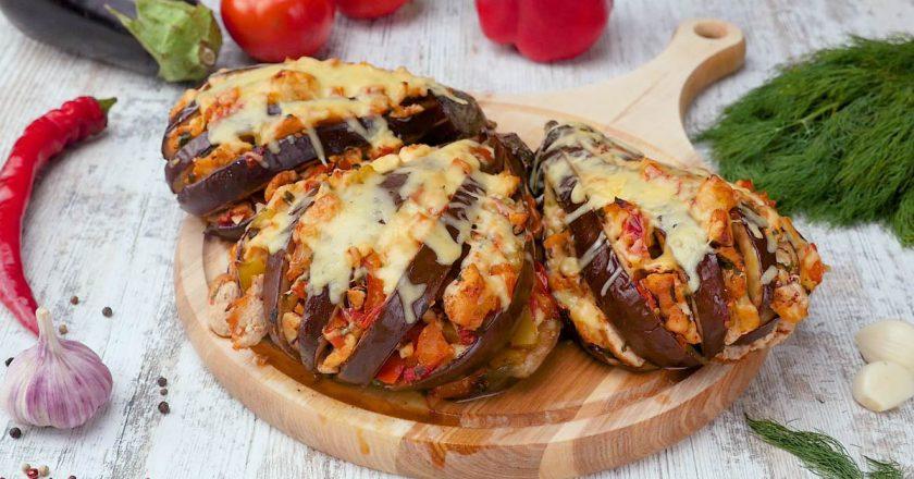 Баклажаны с курицей и овощами: пикантное второе блюдо