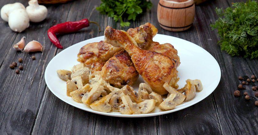 Куриные голени с грибами: подойдут к любому гарниру