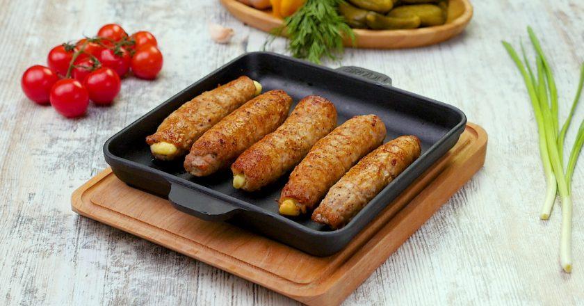 Пальчики из свинины с огурцами и сыром: бюджетный вариант вкусного блюда