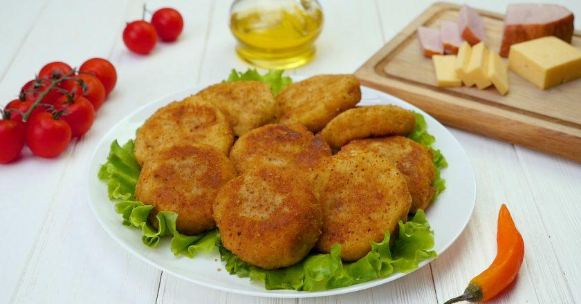 Картофельные зразы с ветчиной: доступный вариант угощения