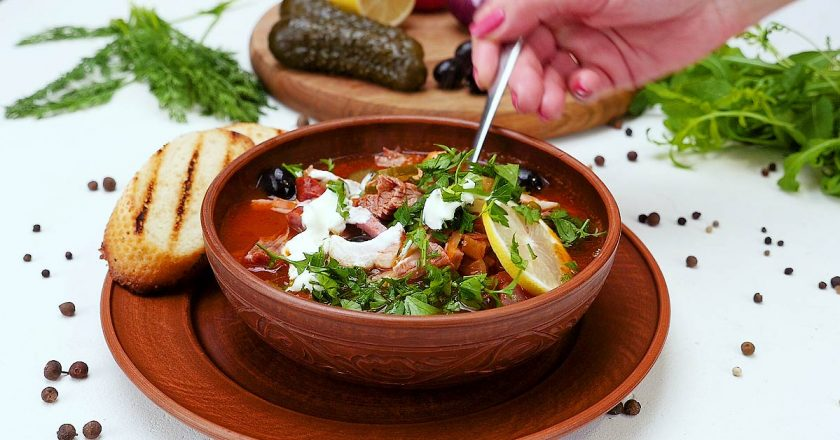 Сборная мясная солянка: исконно русское блюдо