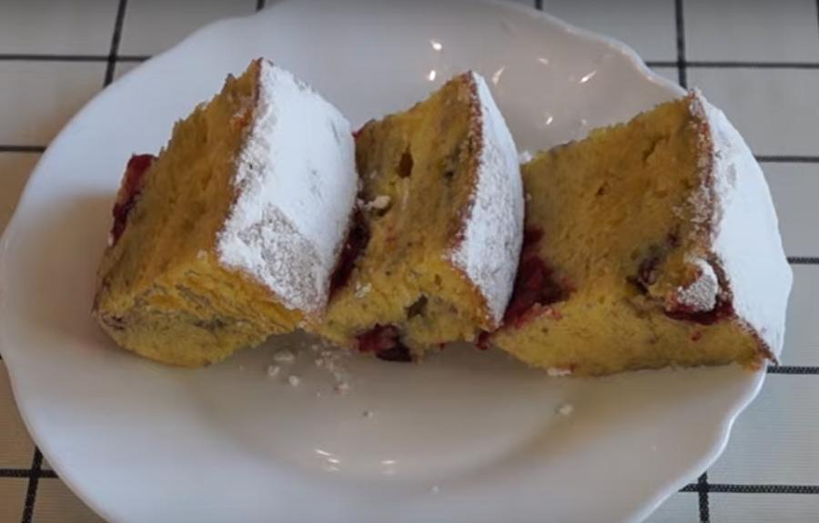 Заливной пирог с вишней: быстрая и простая выпечка