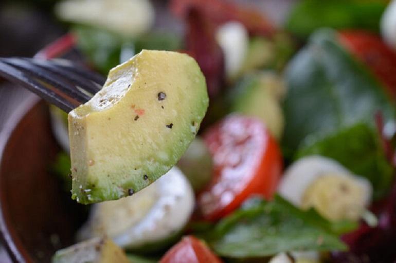 Легкие салаты: недорогие и простые блюда для ужина