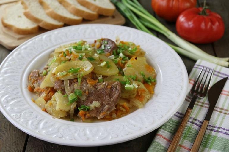 Картофельная слоенка с мясом: старый рецепт  сытного блюда