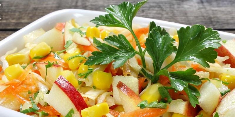Легкие салаты: заменят привычный ужин