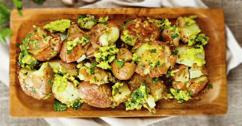 Бесподобный картофель с соусом из авокадо