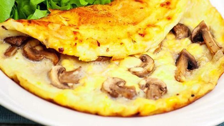 Невероятно вкусный омлет с грибами и сыром