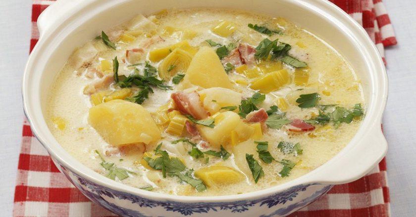 Сливочный суп с салями и шпинатом: на курином бульоне