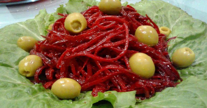 Свекольный салат с мятой и оливками – прекрасная закуска