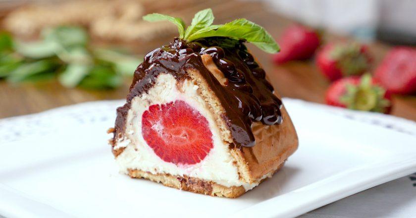 Творожный десерт с клубникой: не нужно замешивать тесто