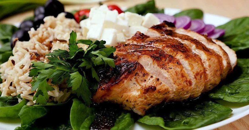 Куриное филе с рисом и овощами: пища Будды