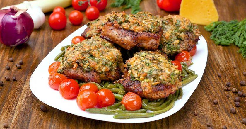 Свинина, запеченная с сыром и зеленью: не хуже, чем шашлык