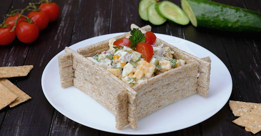 Салат с печенью трески: настоящее украшение стола