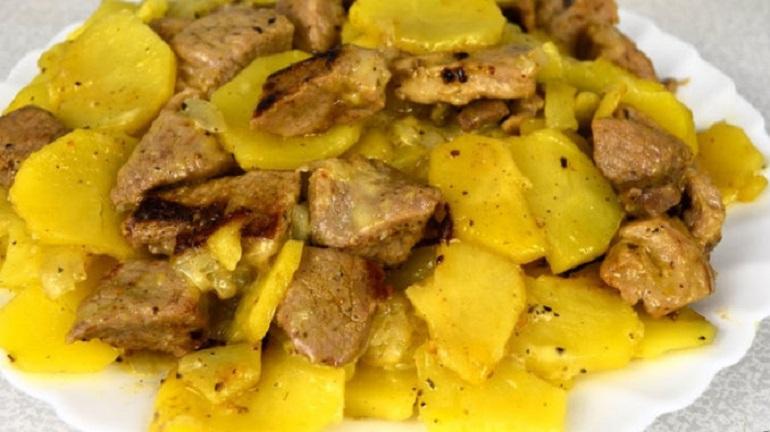 Картошка с мясом в мультиварке: мягкая и вкусная