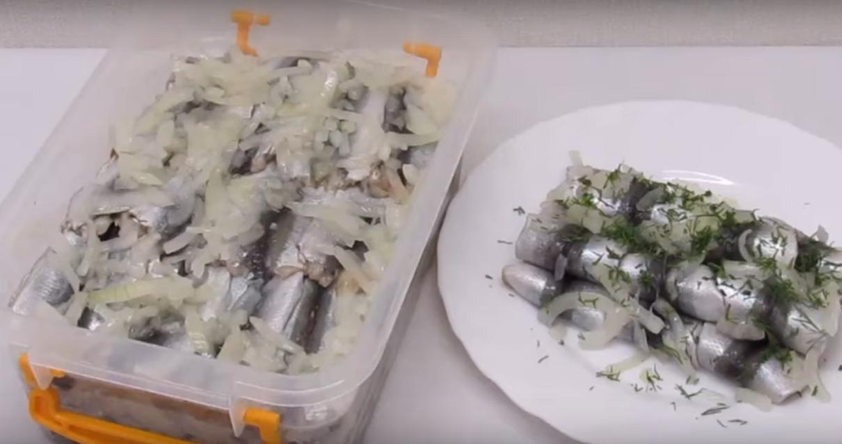 Маринованная салака - вкусное и простое блюдо