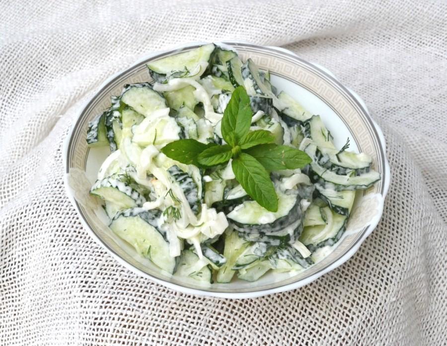 Освежающий огуречный турецкий салат