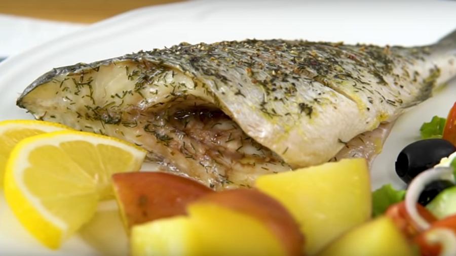 Вкуснейшая рыбка (дорада) в духовке