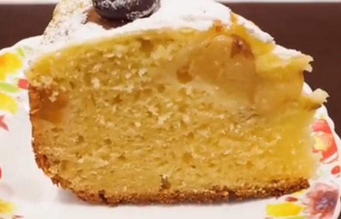 Готовим в мультиварке: отменный творожный пирог с персиками