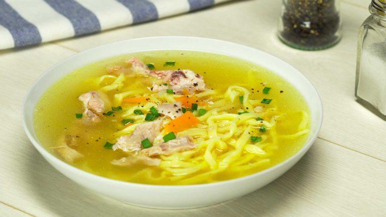 Куриный суп с лапшой: известен на всех континентах