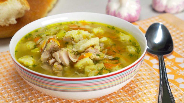 Куриный суп с клецками: нежный и очень вкусный