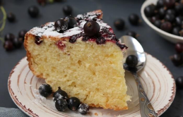 Восхитительно вкусный творожный пирог со смородиной на растительном масле
