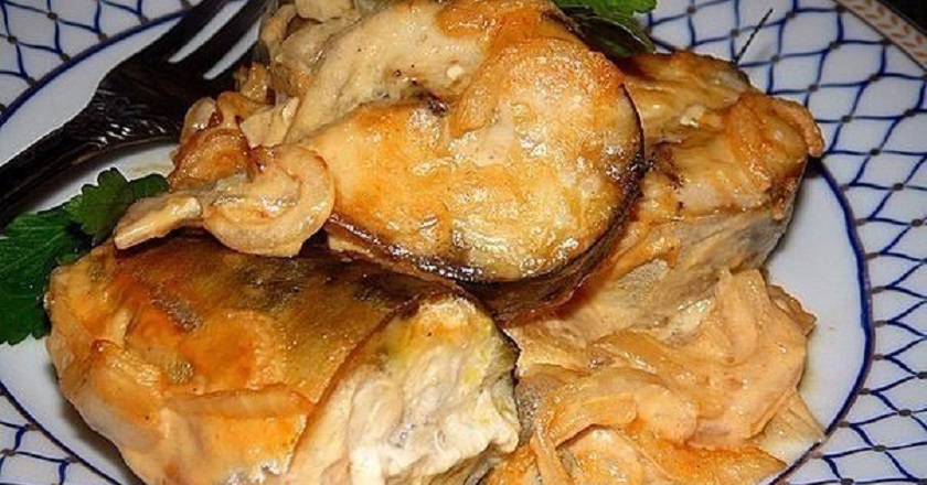 Скумбрия, запеченная с овощами: не навредит фигуре и порадует желудок