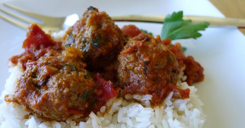Тефтели с рисом в духовке: вкусные мясные шарики