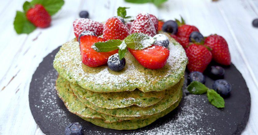 Блинчики со шпинатом: полезный десерт для всей семьи