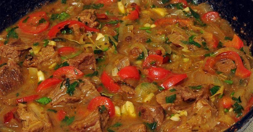 Вкусное мясо с овощами: грузинское блюдо «Чашушули»