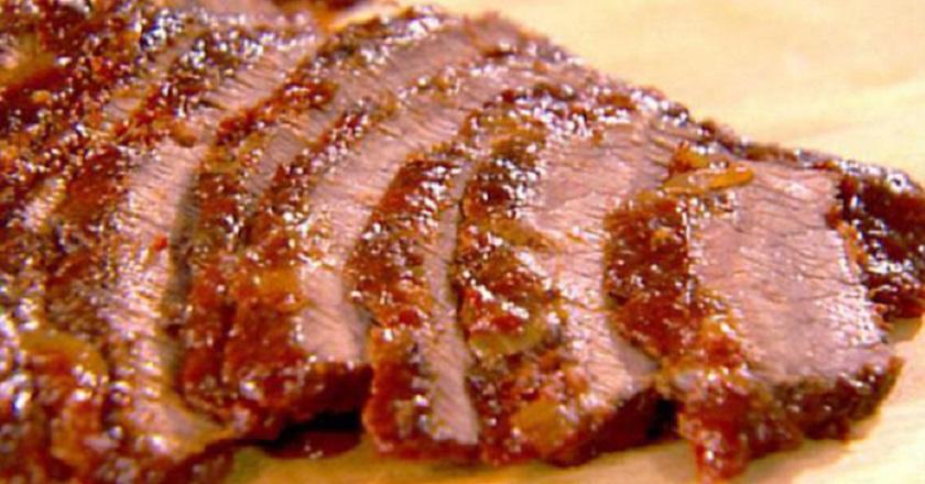 Запеченная с чесноком свинина: любимый вариант основного блюда