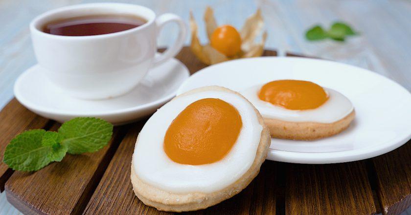Печенье с абрикосами «Яичница»: модный рецепт с топингом